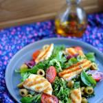 Sałatka z grillowanym halloumi i oliwkami