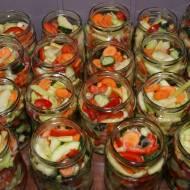 Sałatka z cukinii i innych warzyw