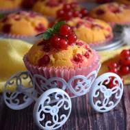 Muffinki kukurydziane z porzeczkami