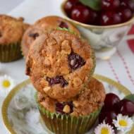 Muffinki z wiśniami i białą czekoladą