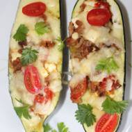 Faszerowana cukinia z mięsem, fetą i mozzarellą