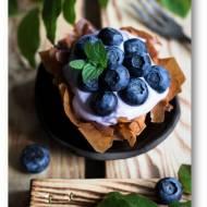 Koszyczki z ciasta filo z borówkami i fioletowym kremem z mascarpone i ricotty, szybki i pyszny deser
