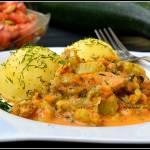 Indyk w sosie cukiniowo-brokułowym