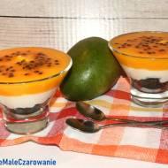 Deser warstwowy z mango i maraują