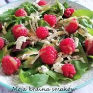 Sałatka z malinami i serem pleśniowym