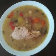 zupa-bulion z golonki i wieprzowych nożek