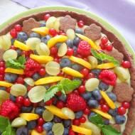 Kakaowa tarta z kremem pasticcera z owocami (Crostata con crema pasticcera e frutta)