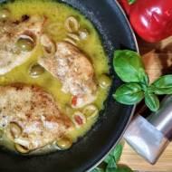 Pierś z kurczaka w sosie maślanym z oliwkami.