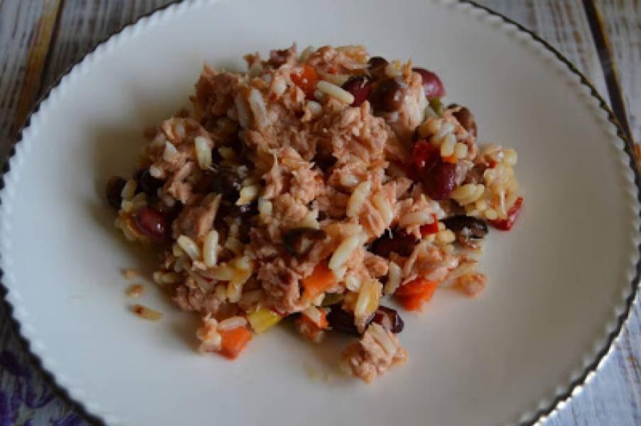 Pikantna sałatka z tuńczykiem