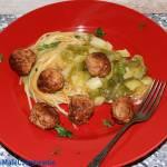 Spaghetti z pulpecikami w sosie paprykowym