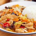 Kurczak w szklistym sosie jak w wietnamskim barze. Bardzo łatwo zrobisz go w domu. PRZEPIS