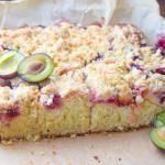 Maślane ciasto ze śliwkami i kruszonką - bez miksera, w 20 minut!