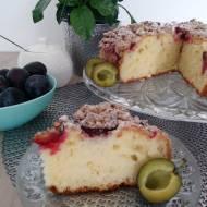 Jogurtowe ciasto ze śliwkami i cynamonową kruszonką
