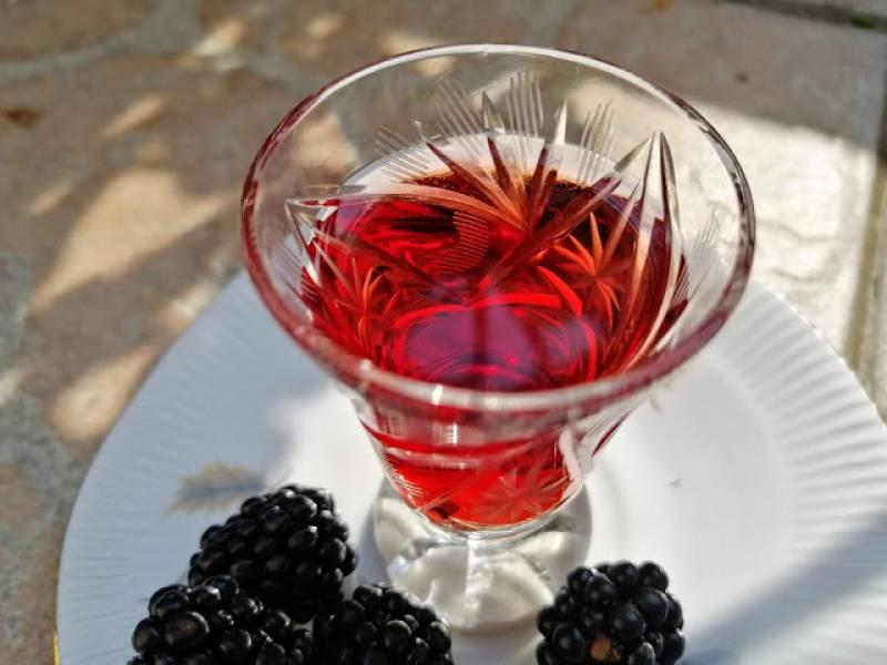 Nalewka z jeżyn - przepis tradycyjny na jeżynówkę