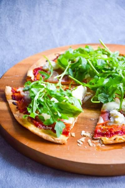 Pizza z tortilli z ricottą i prosciutto FIT
