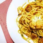 Poniedziałek: Spaghetti z pieczonym kalafiorem i pulpecikami