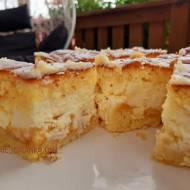 Cytrynowe ciasto z brzoskwiniami i serem