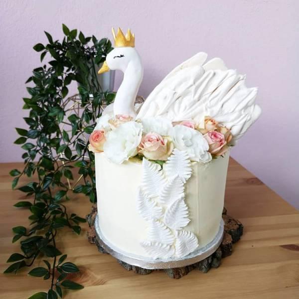 Tort łabędź na wieczór panieński