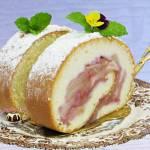Rolada biszkoptowa z jabłkami i galaretką jagodową