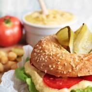 Domowe bajgle z hummusem i warzywami - czym jest slow life?