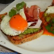 Kanapki z jajem i awokado