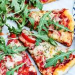Pizza z ekstra pomidorowym sosem