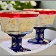 Owoce w jogurcie z galaretką