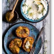 Pieczone brzoskwinie z pieprzem i  tymiankiem podane z serem ricotta i miodem