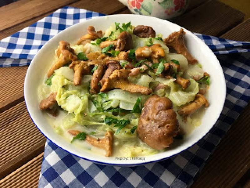 Bigos z kapusty pekińskiej i kurek