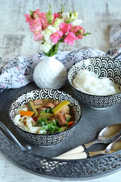 Treściwy rosół z azjatycką nutą