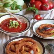 Panierowane krążki kabaczka i domowy ketchup z pieczonych pomidorów
