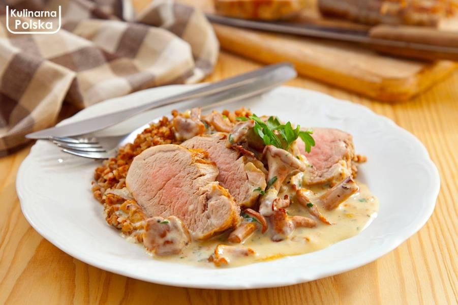 Polędwiczka wieprzowa z sosem kurkowym. Na bardziej elegancki obiad i na co dzień. PRZEPIS