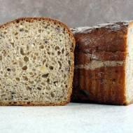 Jasny chleb żytni z orzechami i sezamem