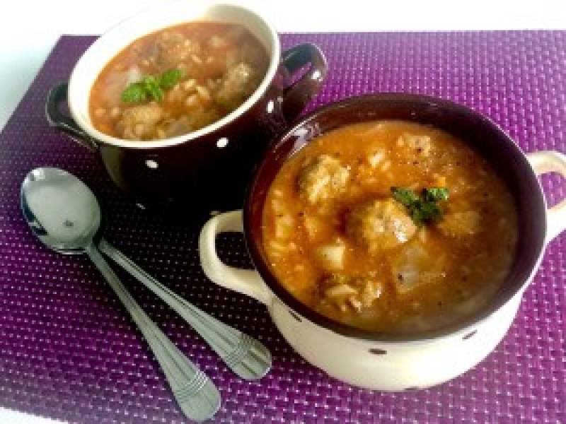 Zupa gołąbkowa z klopsikami