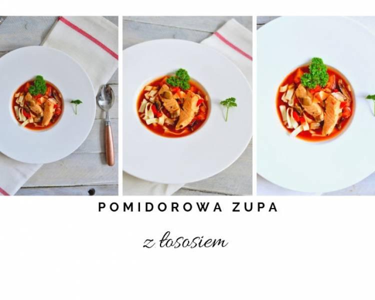 Pomidorowa zupa z łososiem świeżym i wędzonym