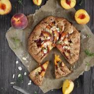 Rustykalna tarta z brzoskwiniami.