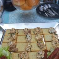 Sałatka z tuńczykiem na krakersach
