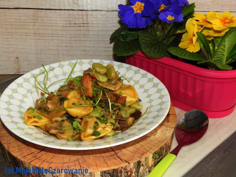 Gorący mix grzybowy z bobem i tortellini