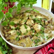 Kurczak w sosie pieczarkowym – szybki przepis na obiad