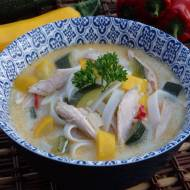 Pikantna zupa z kurczakiem i cukinią