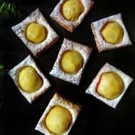 Ciastka francuskie z brzoskwinią