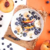 Owsianka z syropem z agawy i świeżymi owocami