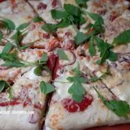 Pizza Bianca z białym sosem i dodatkami