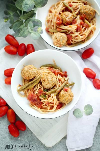 Spaghetti z klopsikami i fasolką