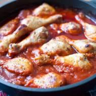 Kurczak z pieczarkami w pomidorach