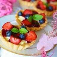 Tartaletki z masą budyniową i świeżymi owocami
