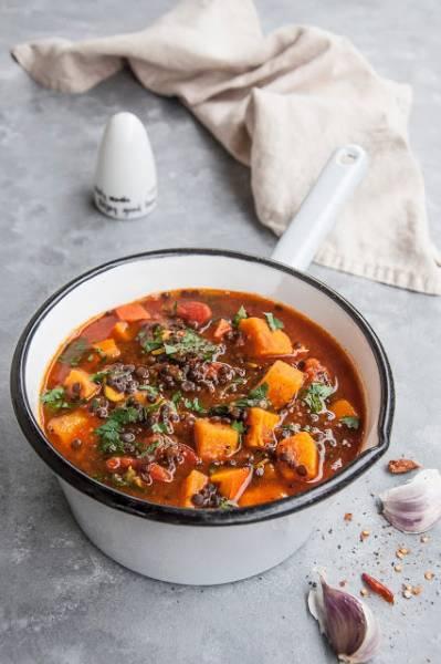 Gulasz warzywny z batatem i soczewicą