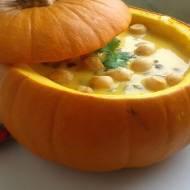 Wyborna zupa dyniowa w pieczonej dyni