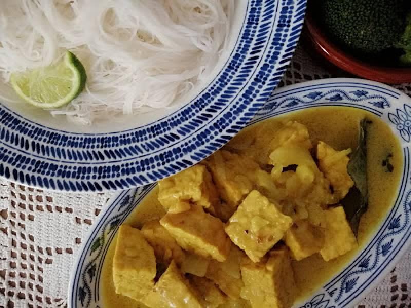Indonezja - Tempeh w mleczku kokosowym (Usih tempeh)