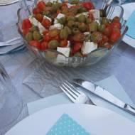 Lekka sałatka z fetą i oliwkami